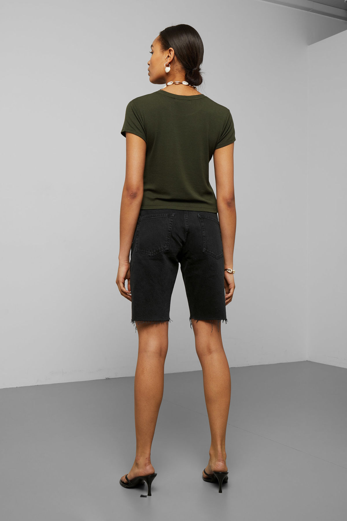 Model back image of Weekday frances t-shirt in green