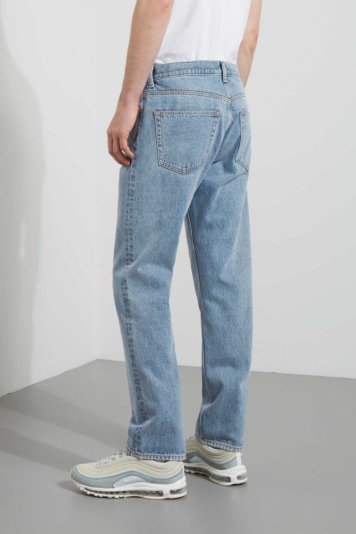 Model back image of Weekday vacant wow blue jeans in blue