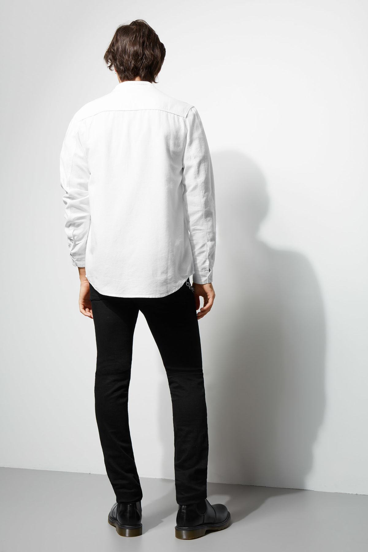 Model back image of Weekday hunt shirt in white
