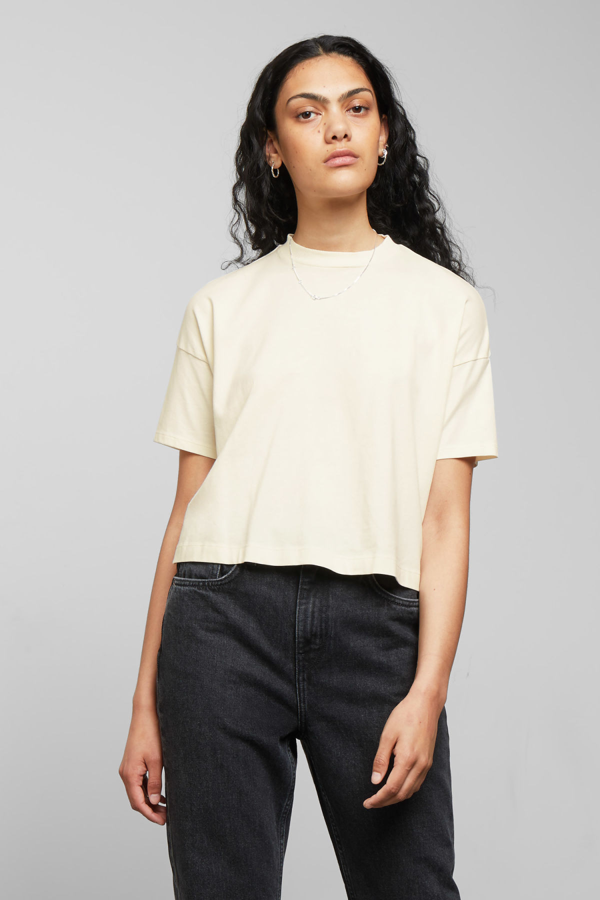 Model front image of Weekday carrie tee in white