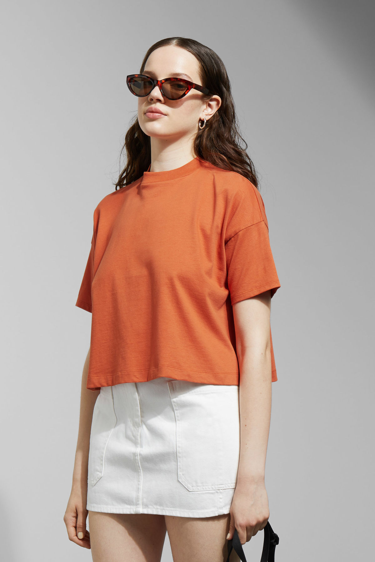 Model front image of Weekday carrie tee in orange