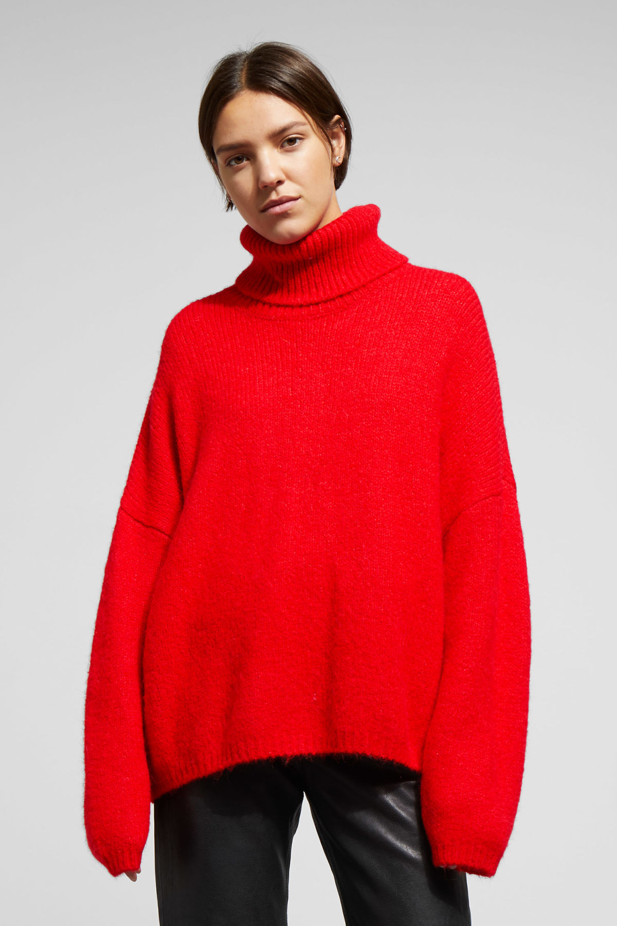 Model front image of Weekday lotta sweater in red