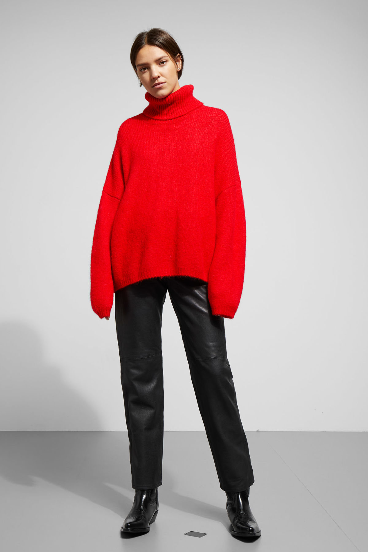 Model side image of Weekday lotta sweater in red
