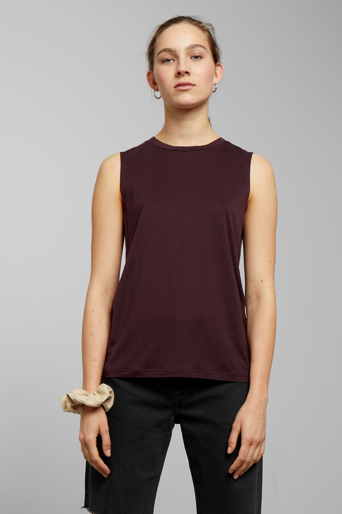 Model front image of Weekday original tanktop in red
