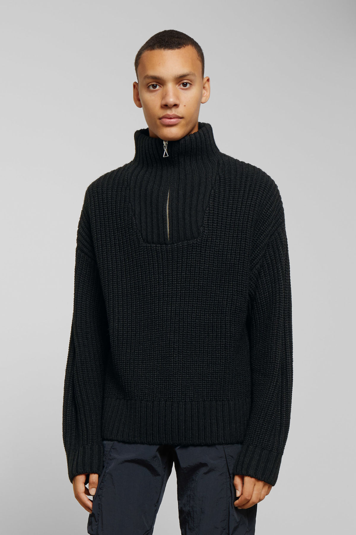 Model front image of Weekday arnold sweater in black