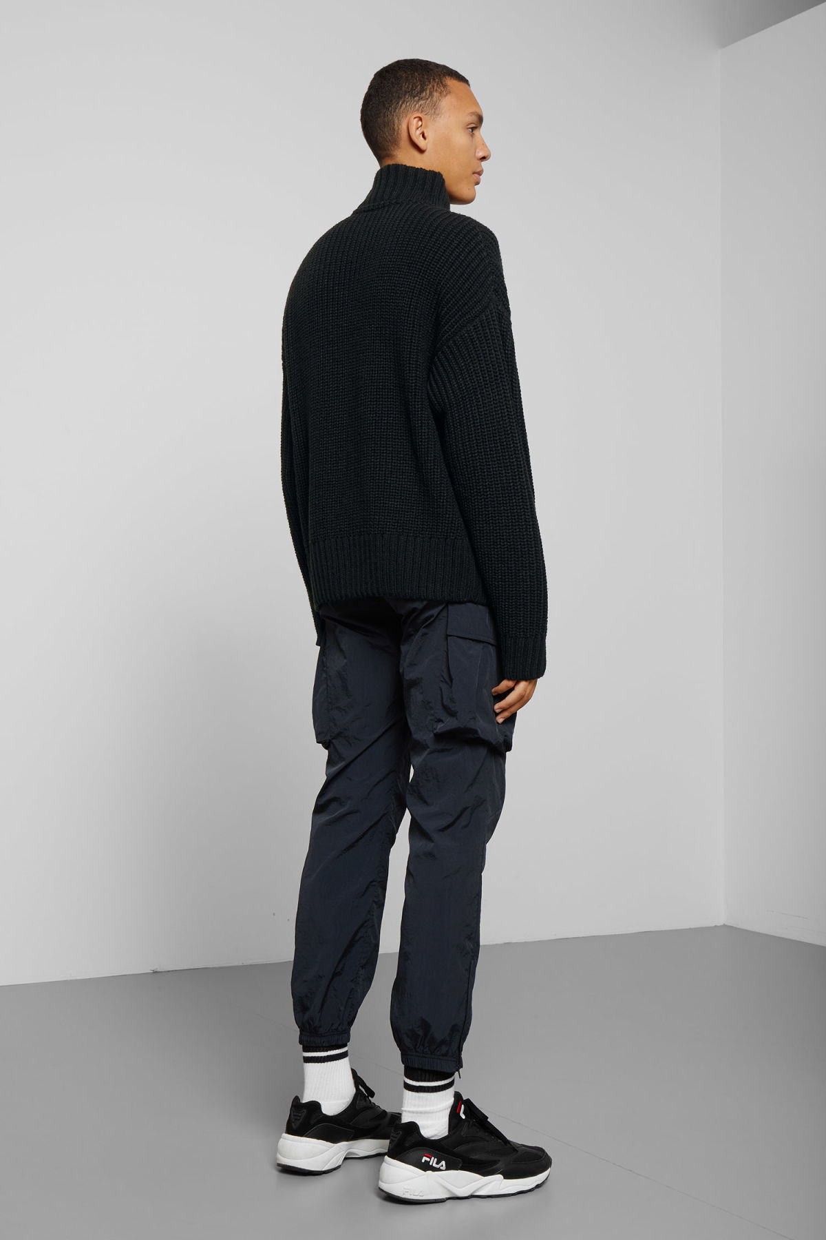 Model back image of Weekday arnold sweater in black