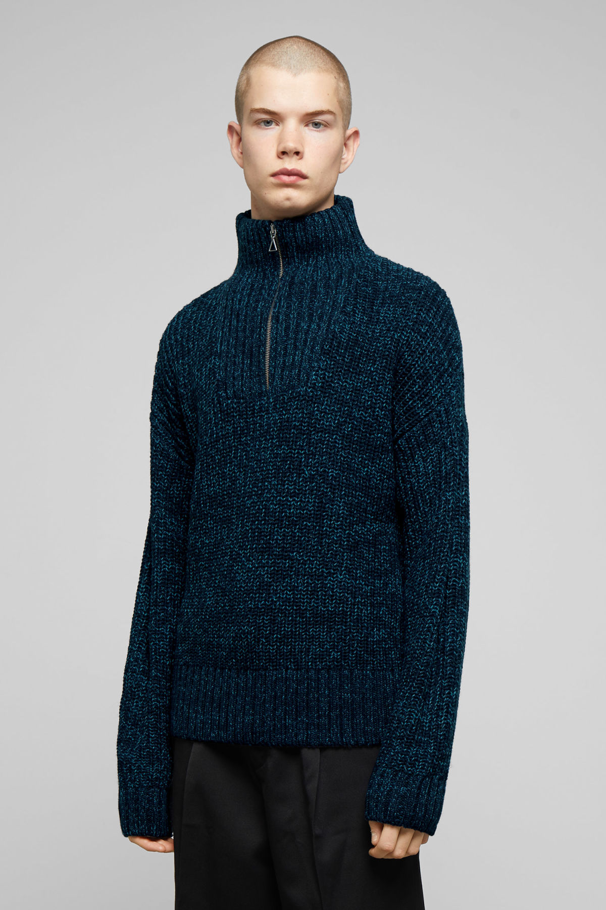 Model front image of Weekday arnold sweater in blue
