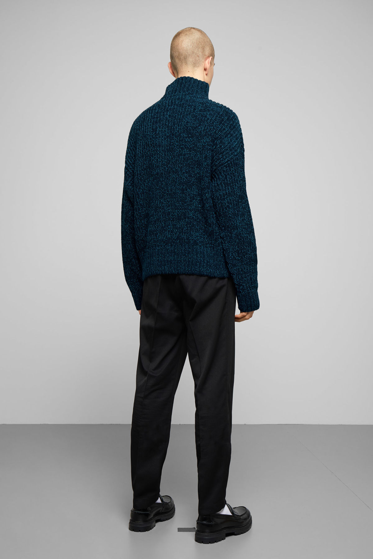 Model back image of Weekday arnold sweater in blue