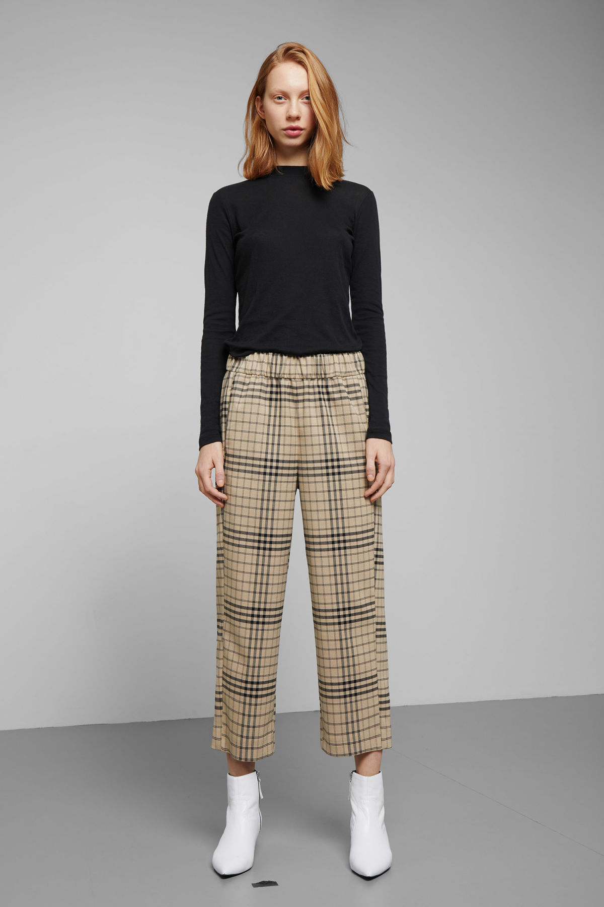Model front image of Weekday amelia woven trousers in beige