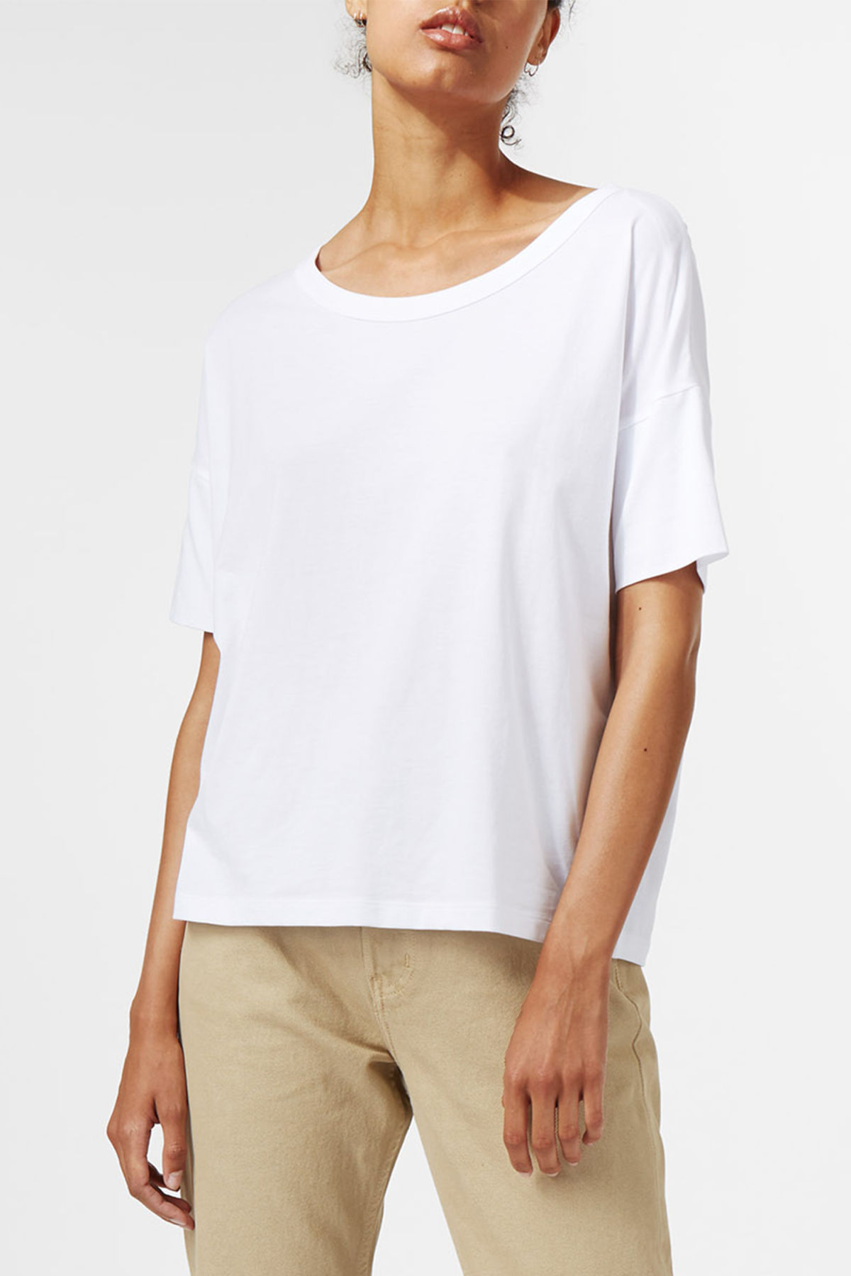 Model front image of Weekday ely tee in white
