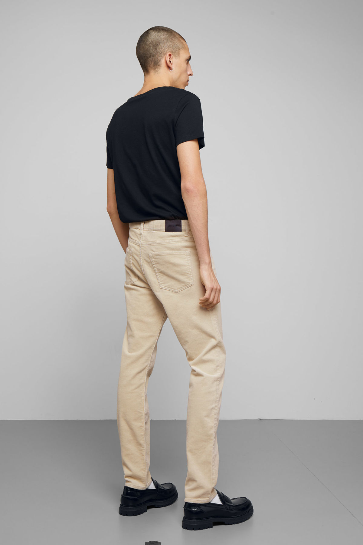 Model back image of Weekday friday corduroy in beige
