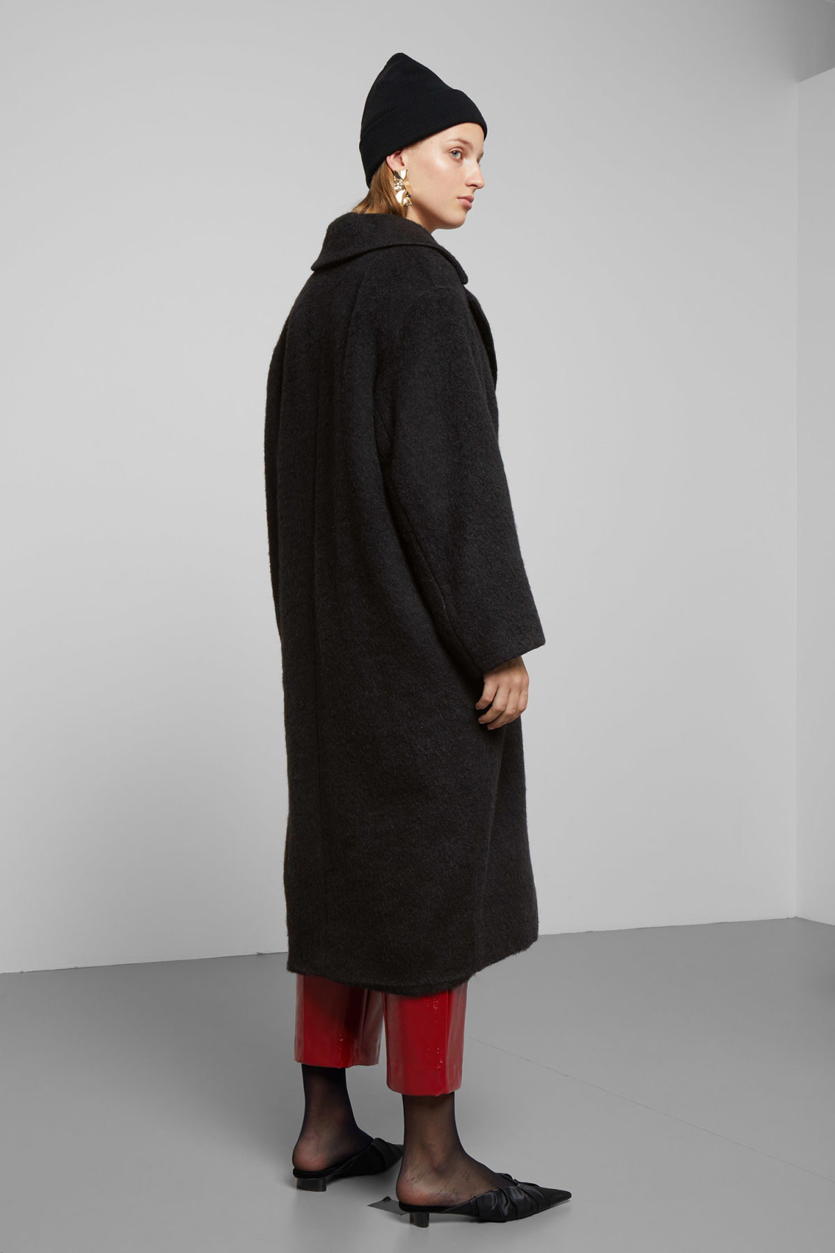 Model side image of Weekday mario coat in black