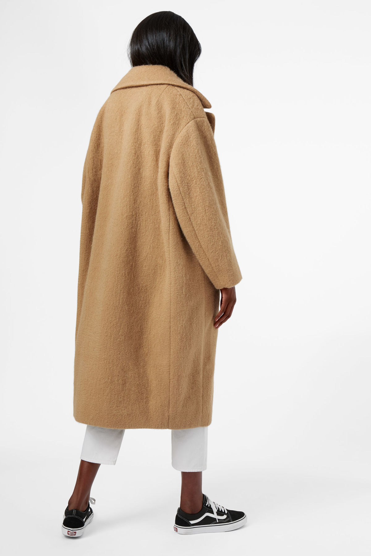 Model back image of Weekday mario coat in beige