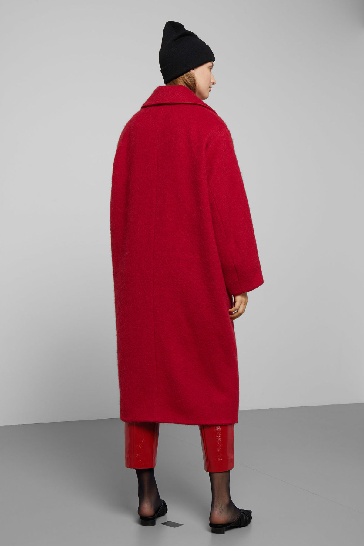 Model side image of Weekday mario coat in red