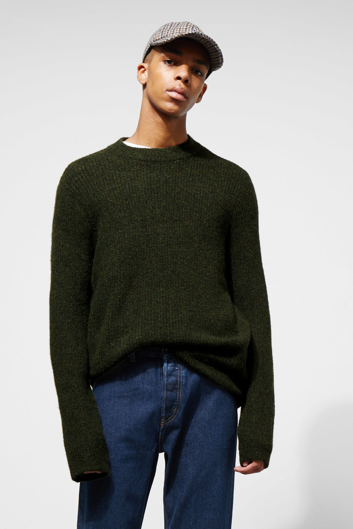 Model front image of Weekday mino sweater in green