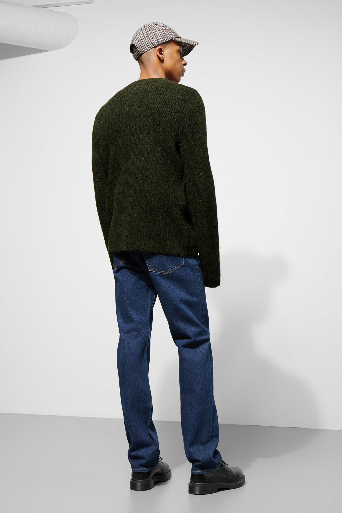 Model back image of Weekday mino sweater in green