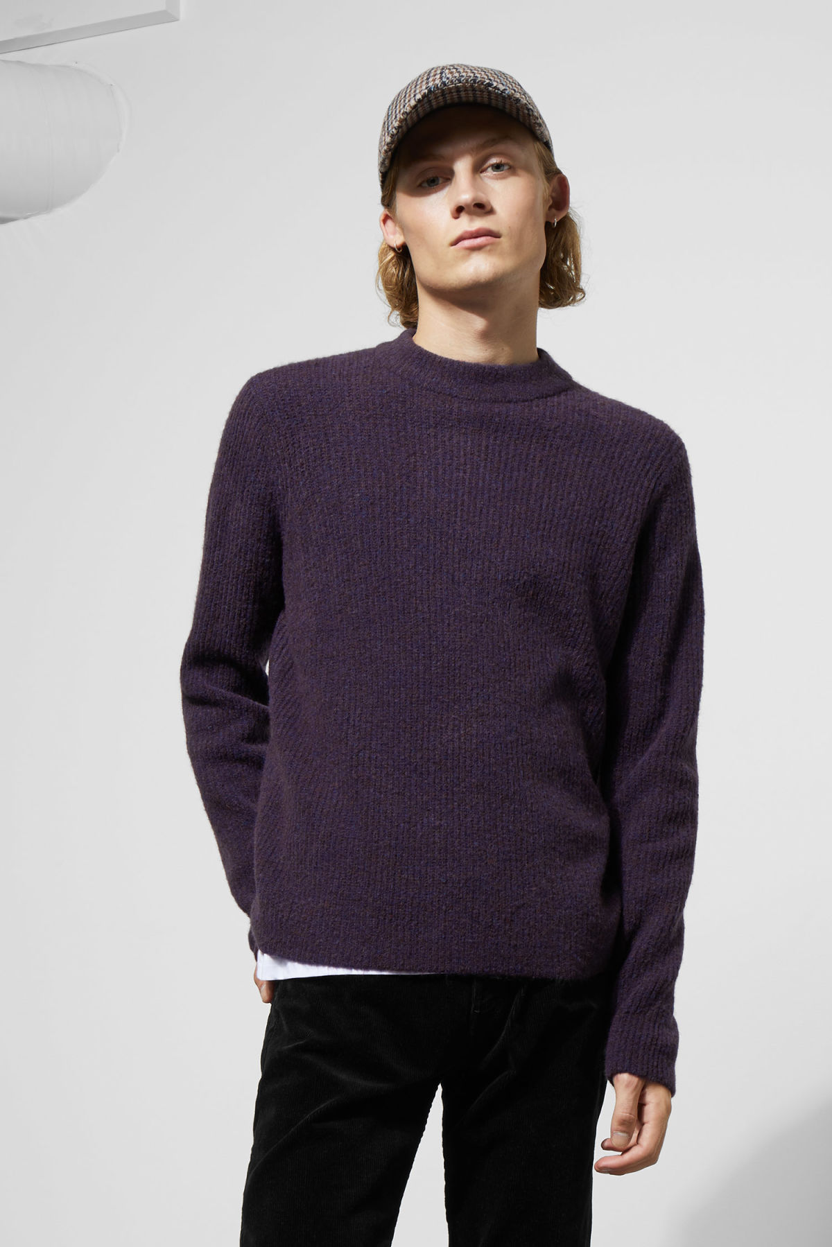 Model front image of Weekday mino sweater in purple