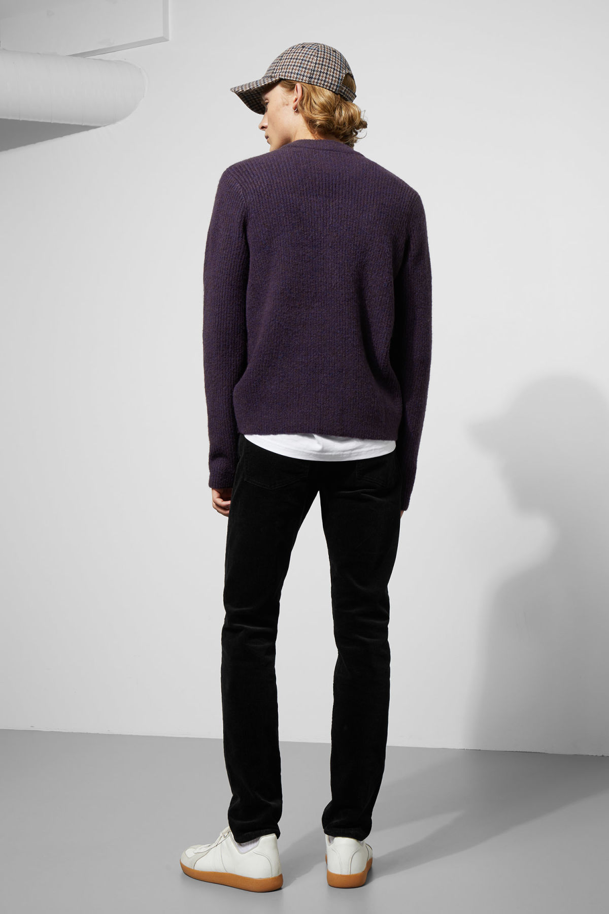 Model back image of Weekday mino sweater in purple