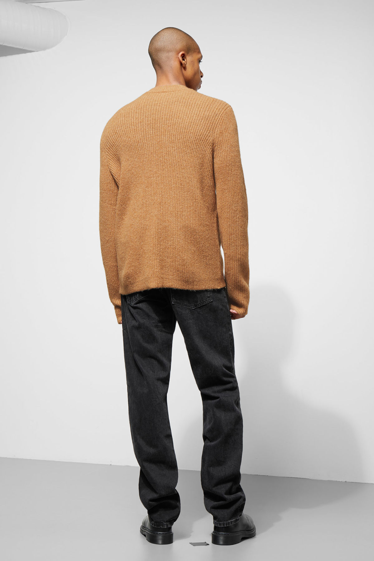 Model back image of Weekday mino sweater in yellow