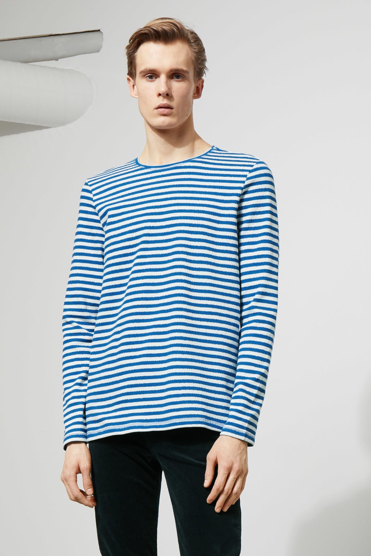 Model front image of Weekday carter sweatshirt in blue