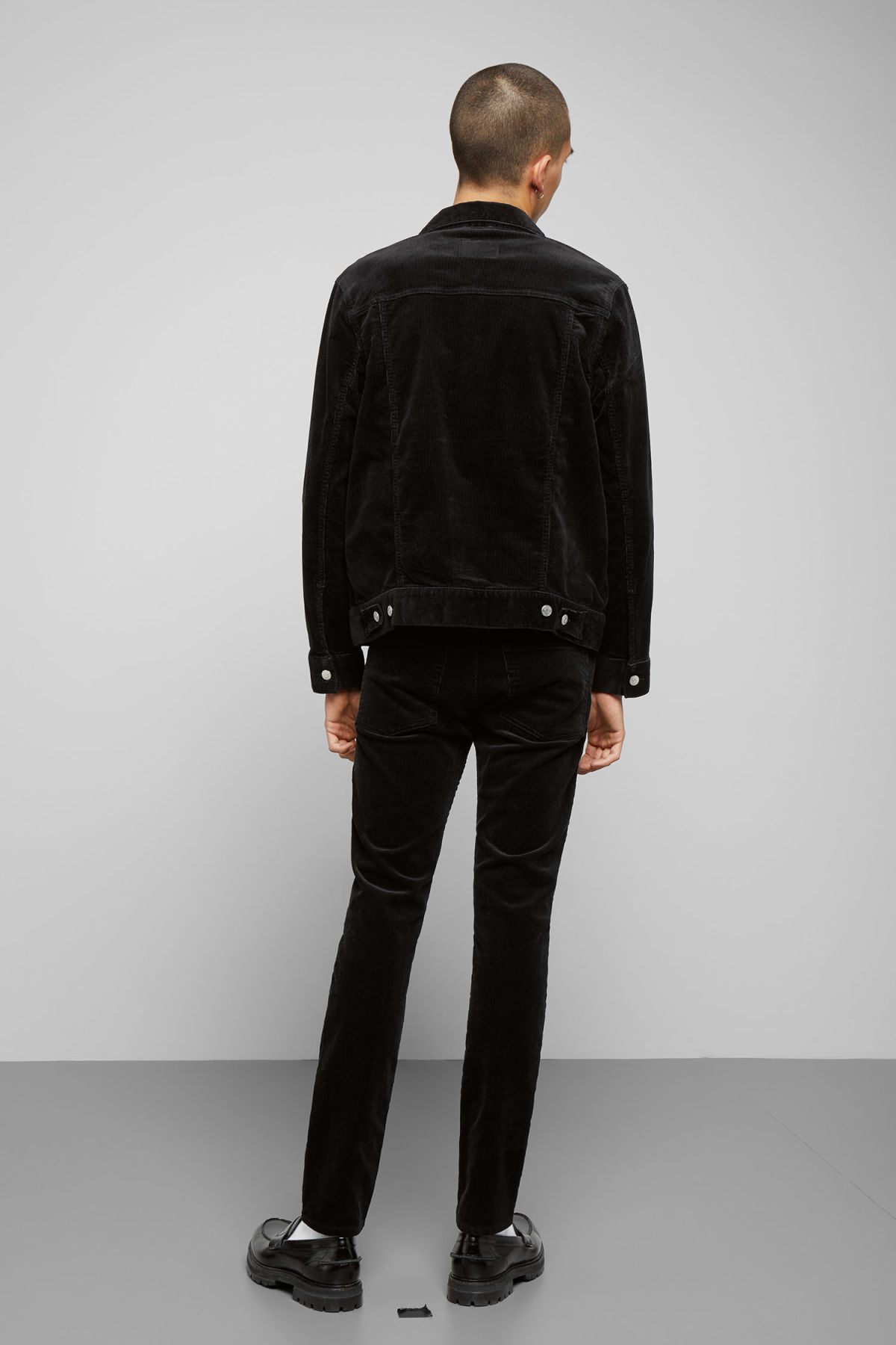 Model back image of Weekday single corduroy jacket in black