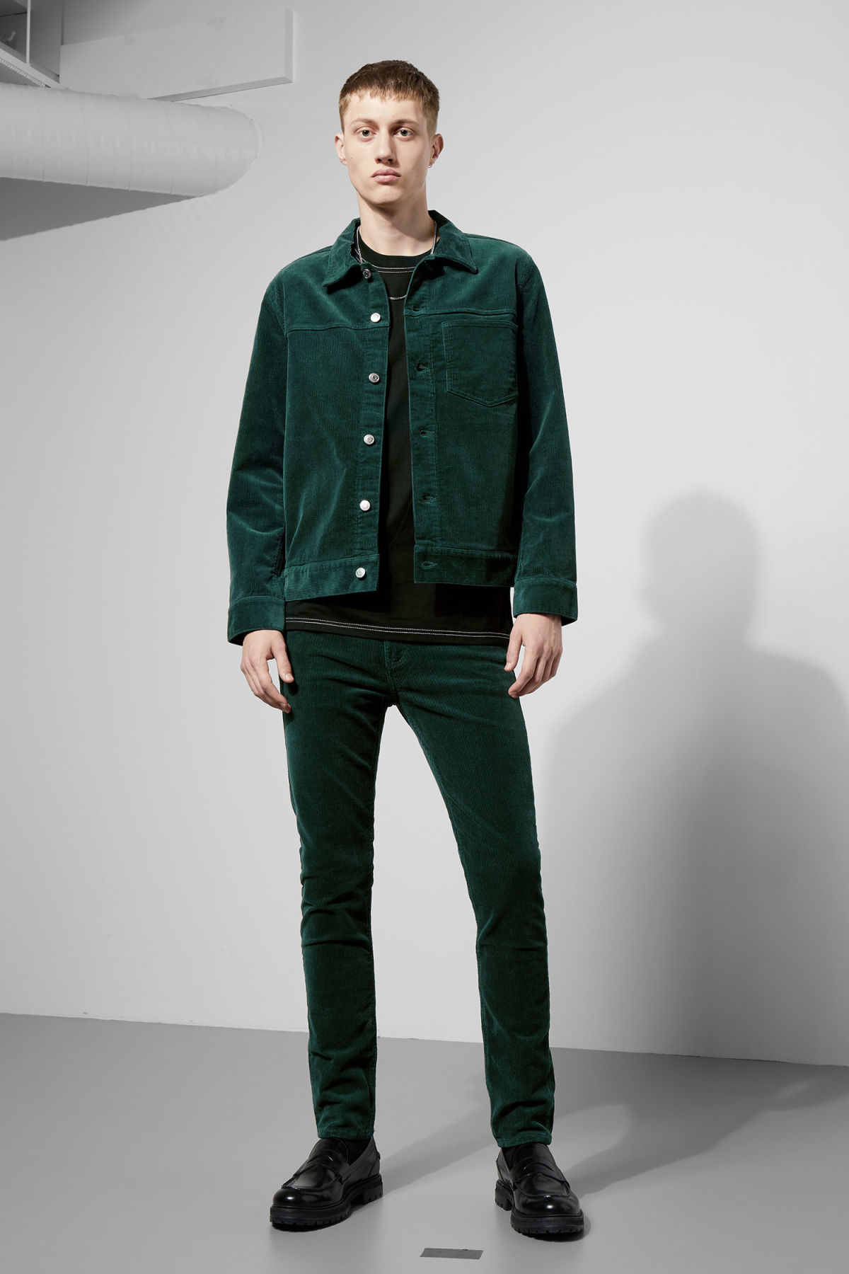 Model back image of Weekday single corduroy jacket in green