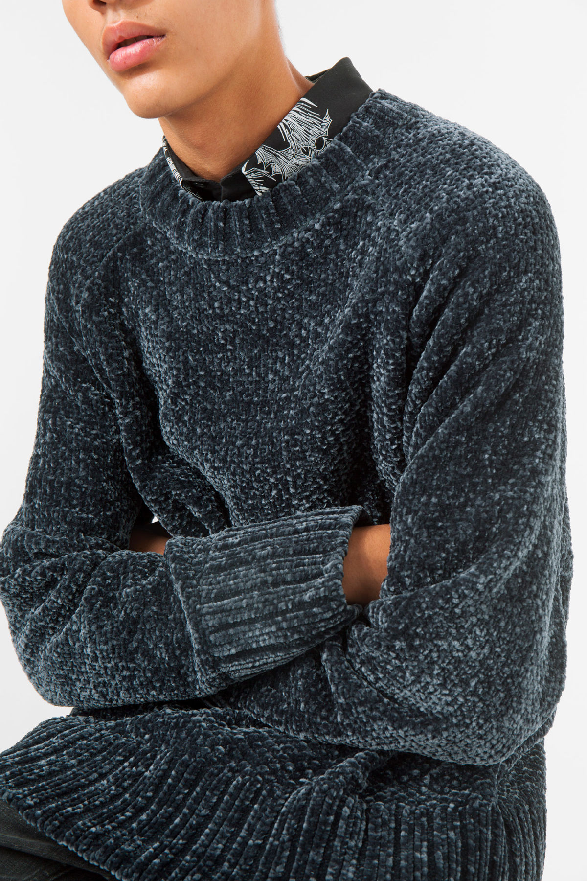 Model front image of Weekday chenille sweater in blue