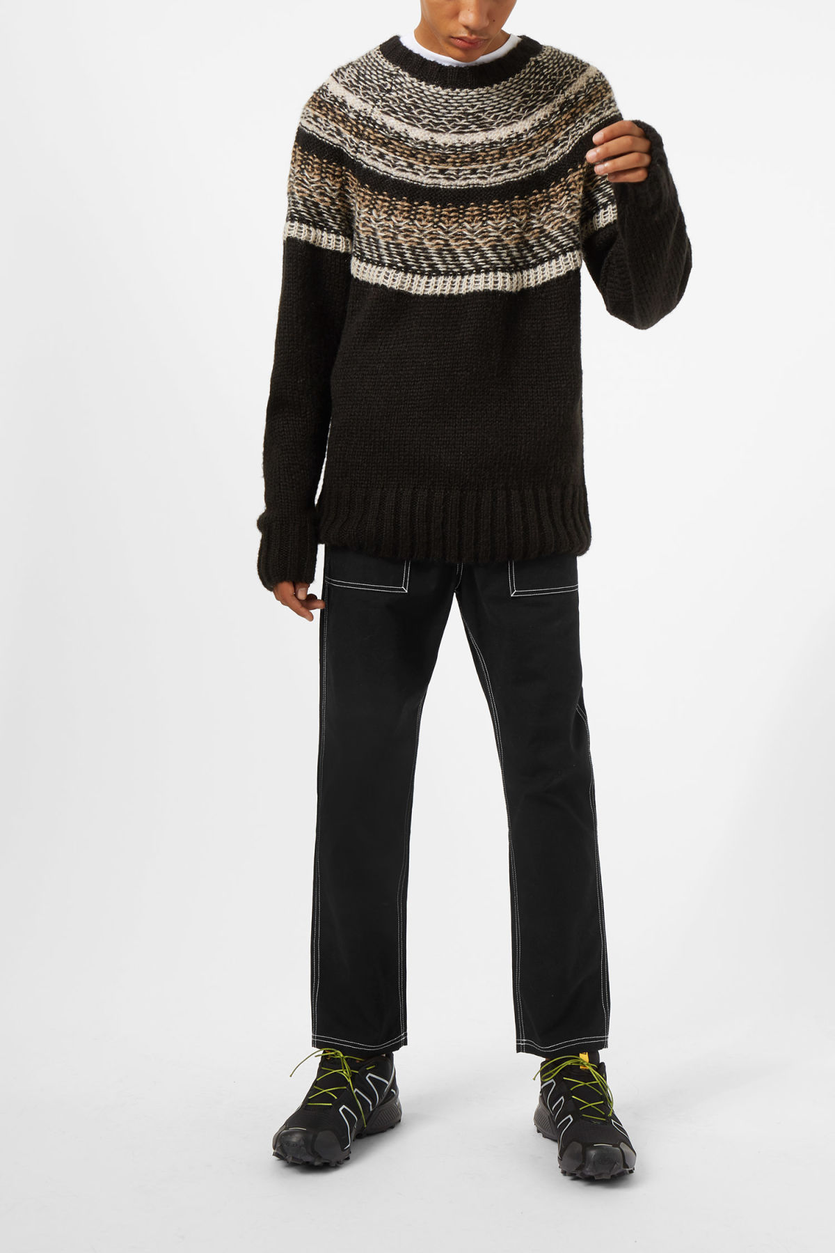Model front image of Weekday geisir sweater in black