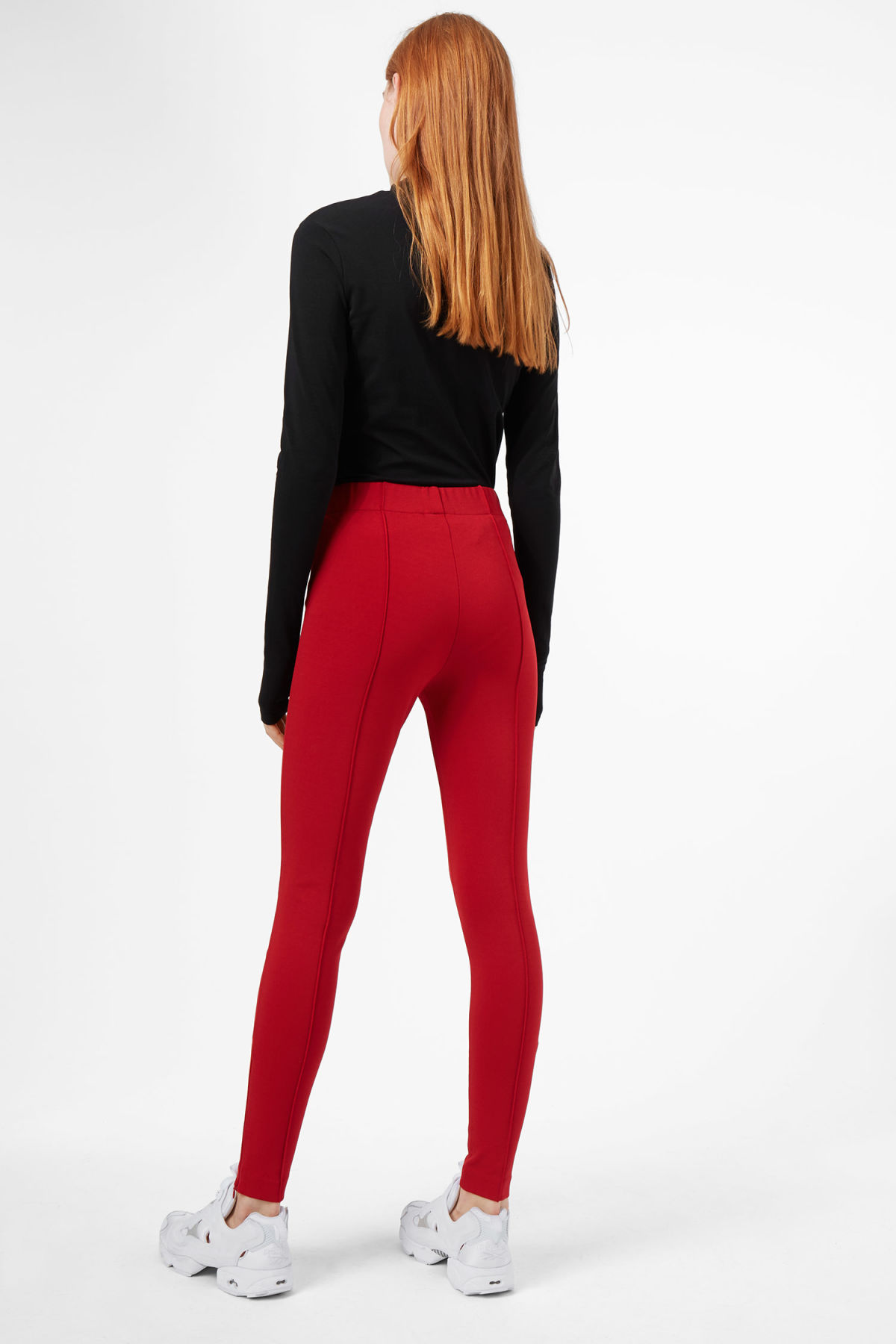 Model back image of Weekday saabira trousers in red