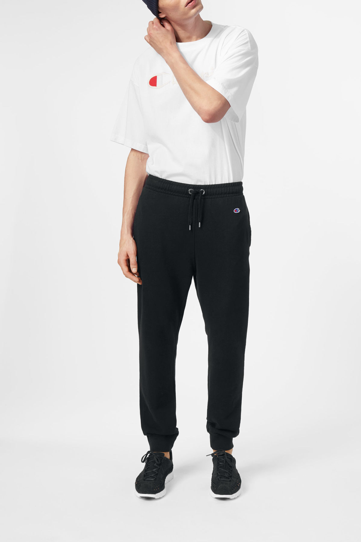 Model front image of Weekday leap sweatpants in black