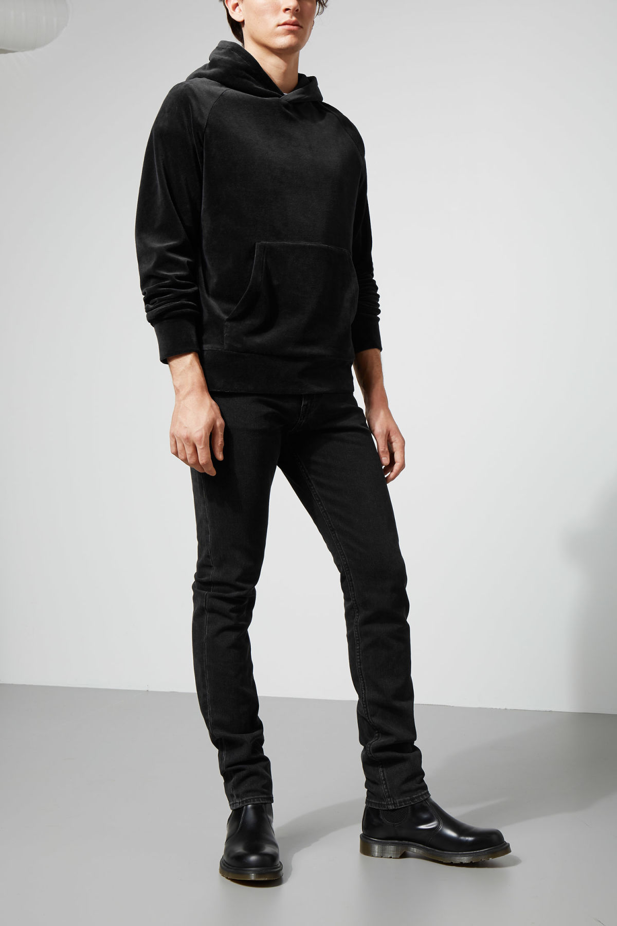 Model front image of Weekday noah velvet hoodie in black
