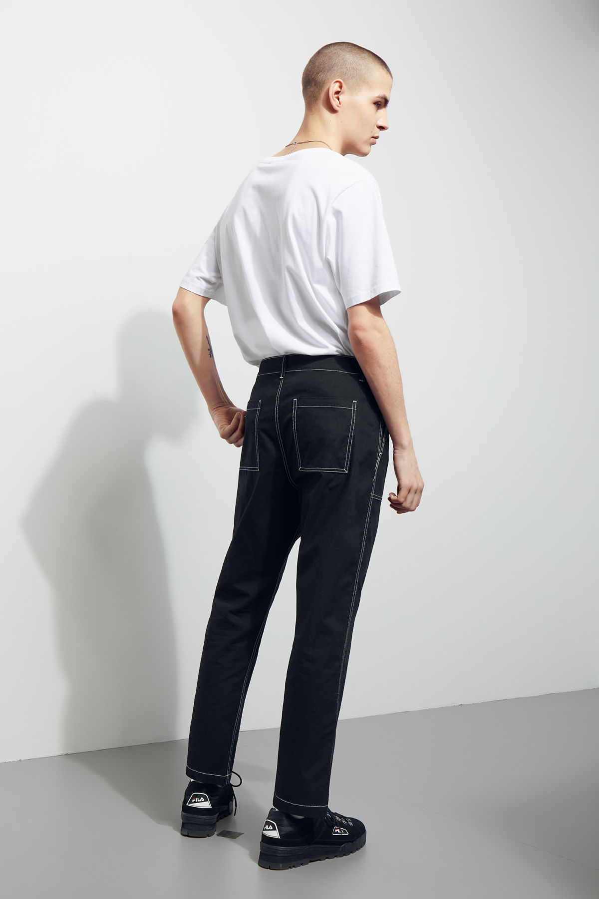 Model back image of Weekday fowler chinos in black