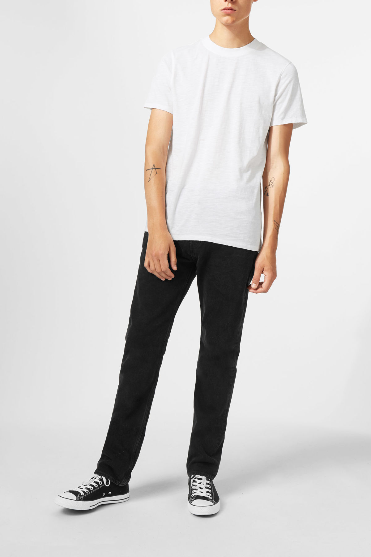Model front image of Weekday bob broken t-shirt in white