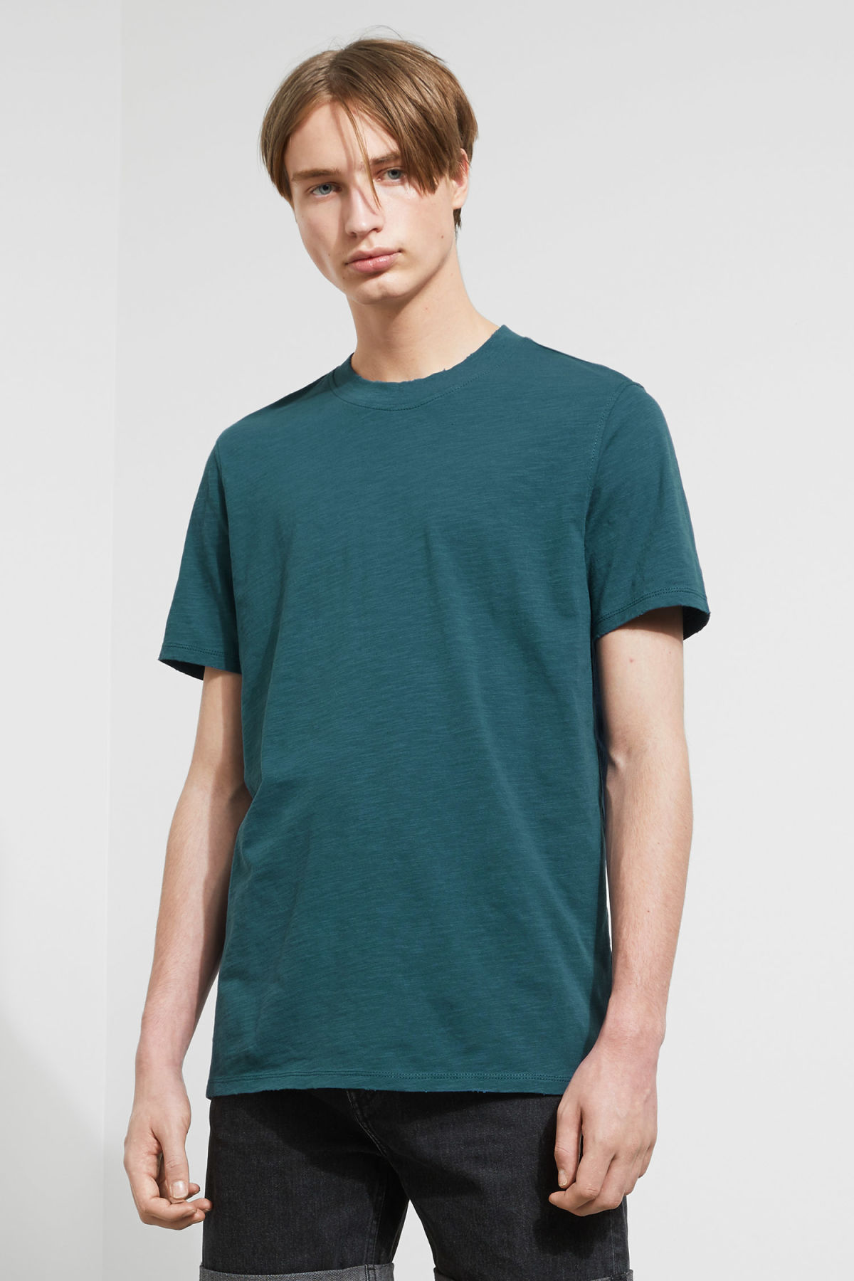 Model front image of Weekday bob broken t-shirt in blue