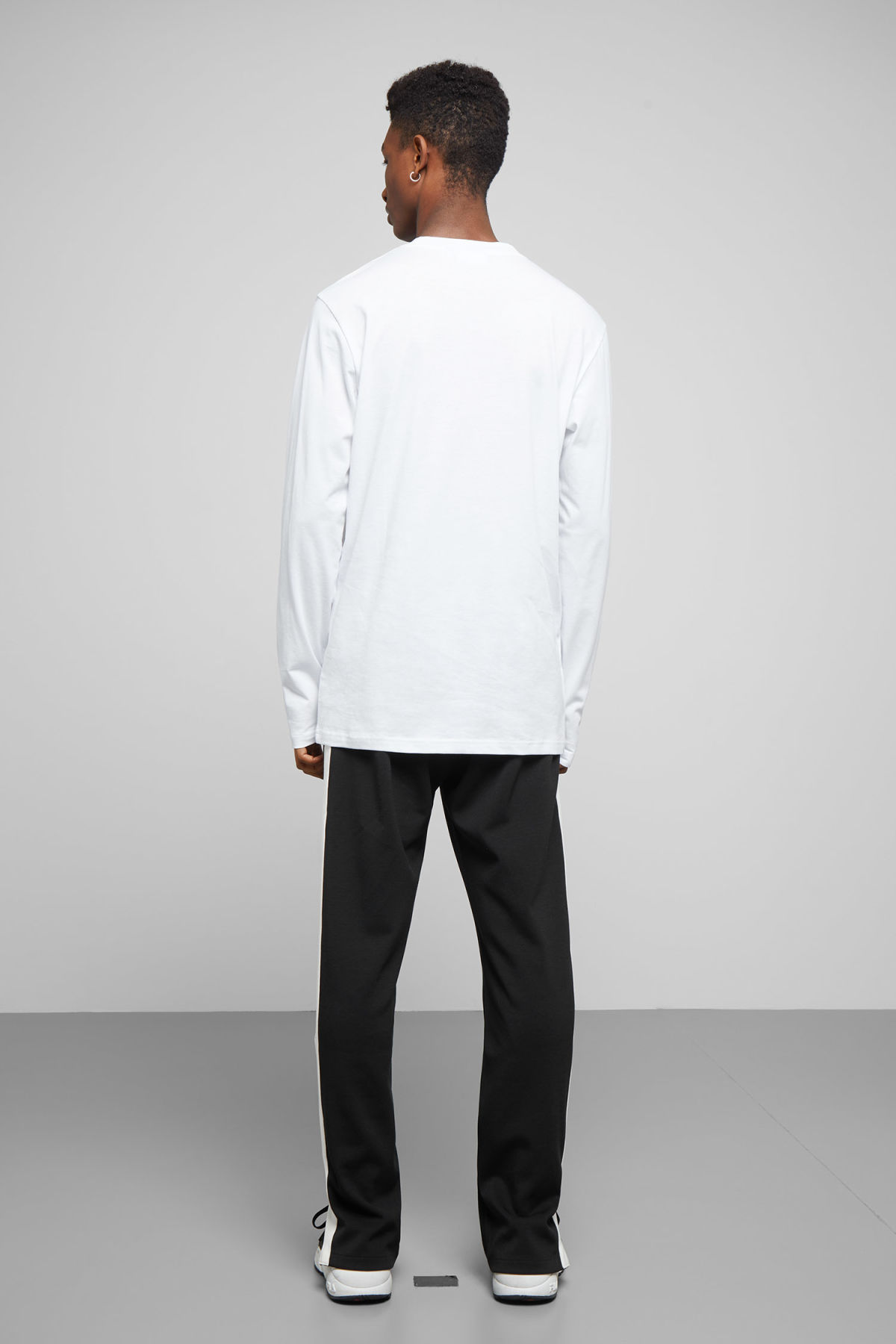 Model back image of Weekday jake long sleeve in white