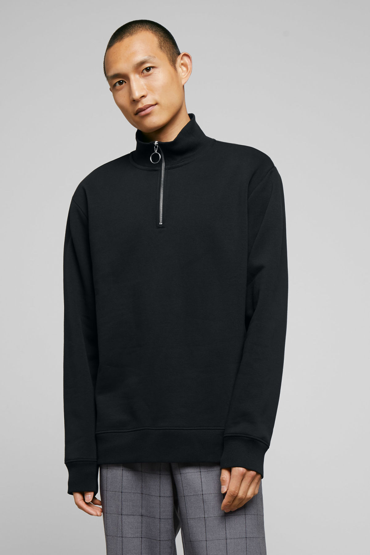 Model front image of Weekday martin zip sweatshirt  in black