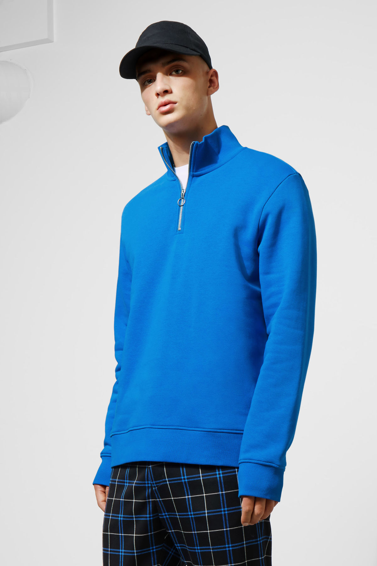 Model front image of Weekday martin zip sweatshirt  in blue