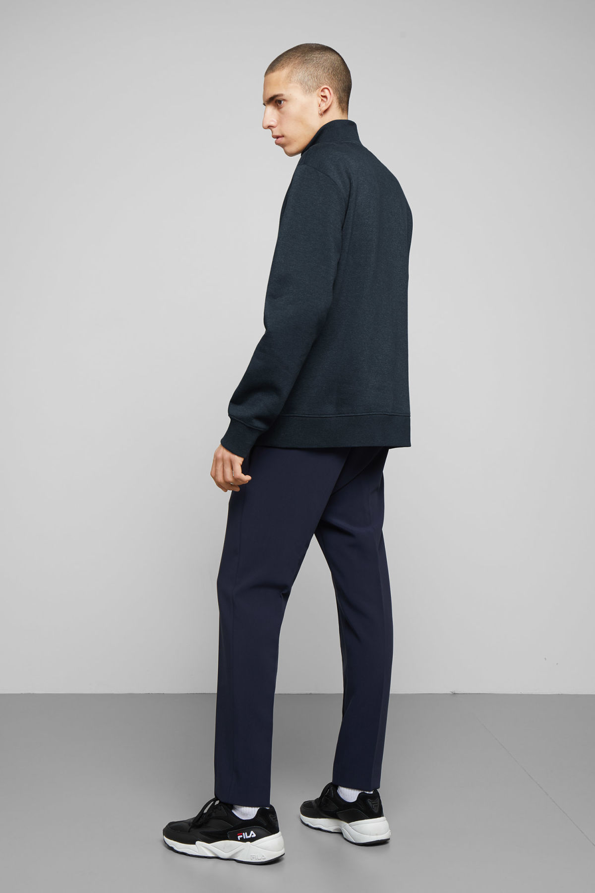Model back image of Weekday martin zip sweatshirt  in blue