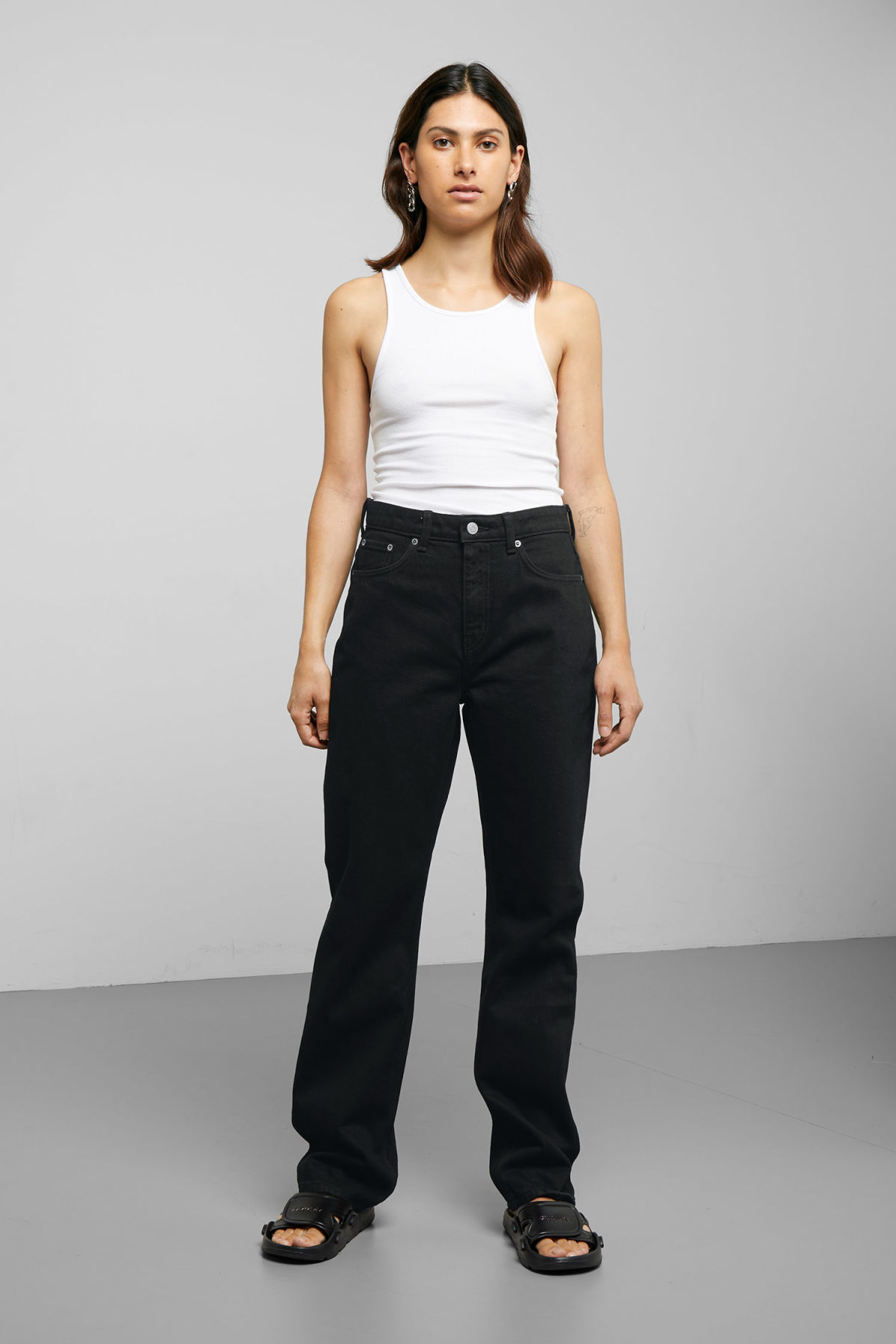 Model front image of Weekday voyage black jeans in black