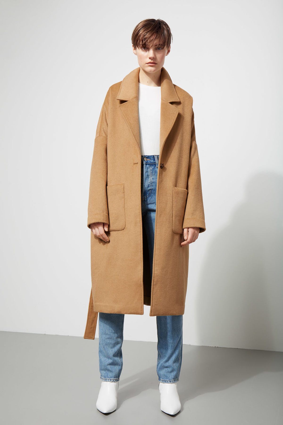 Model side image of Weekday gry coat in beige
