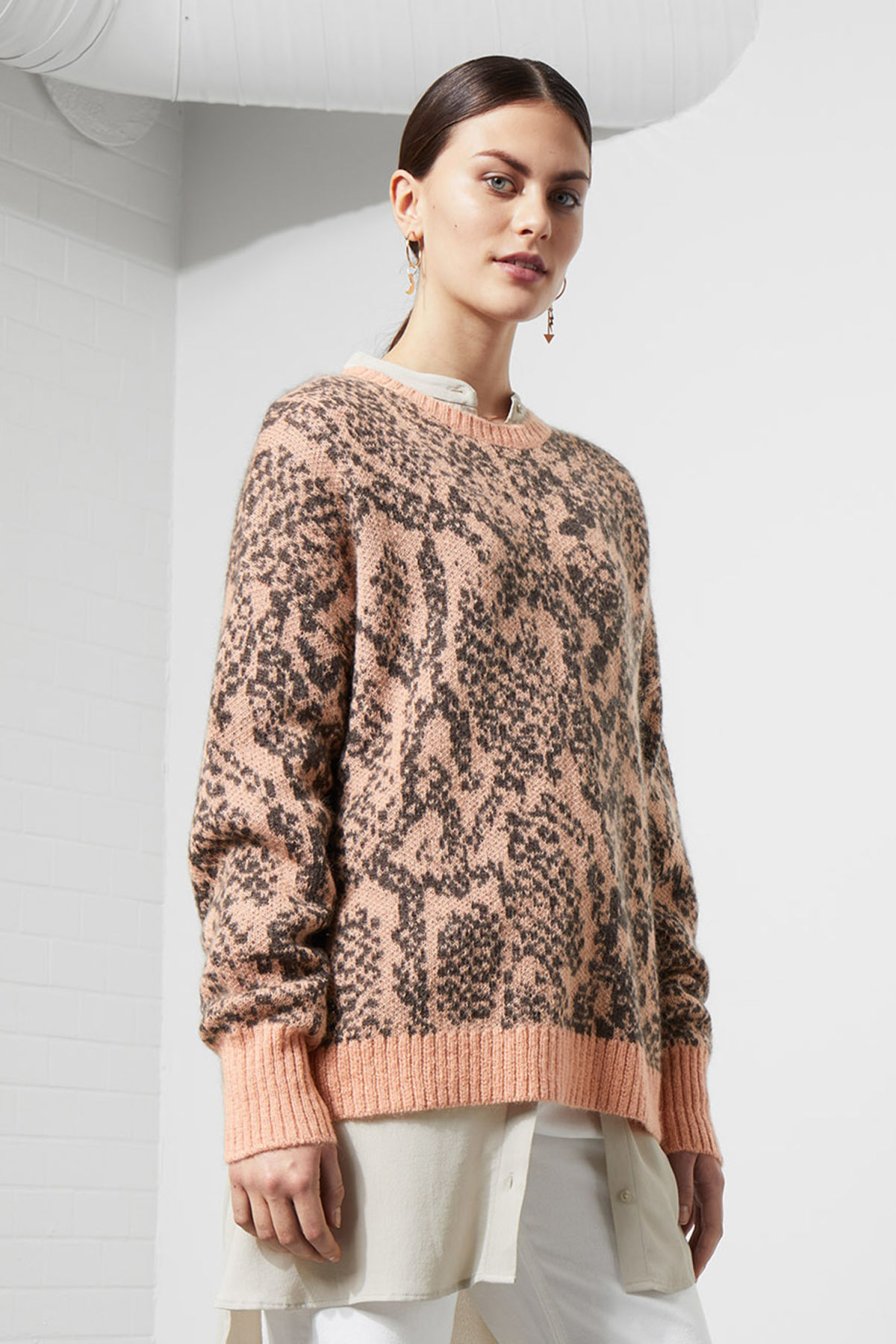 Model front image of Weekday solo knit sweater in orange