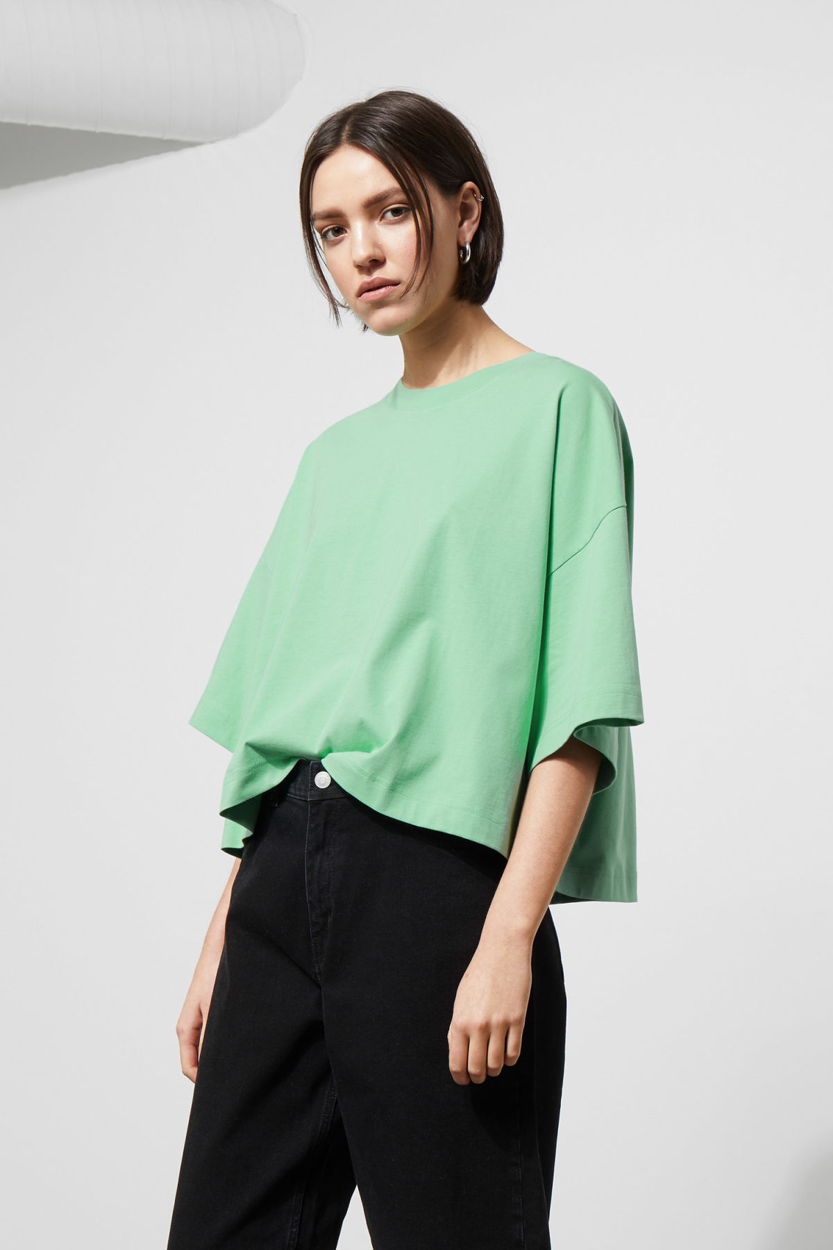 Model front image of Weekday huge t-shirt in green
