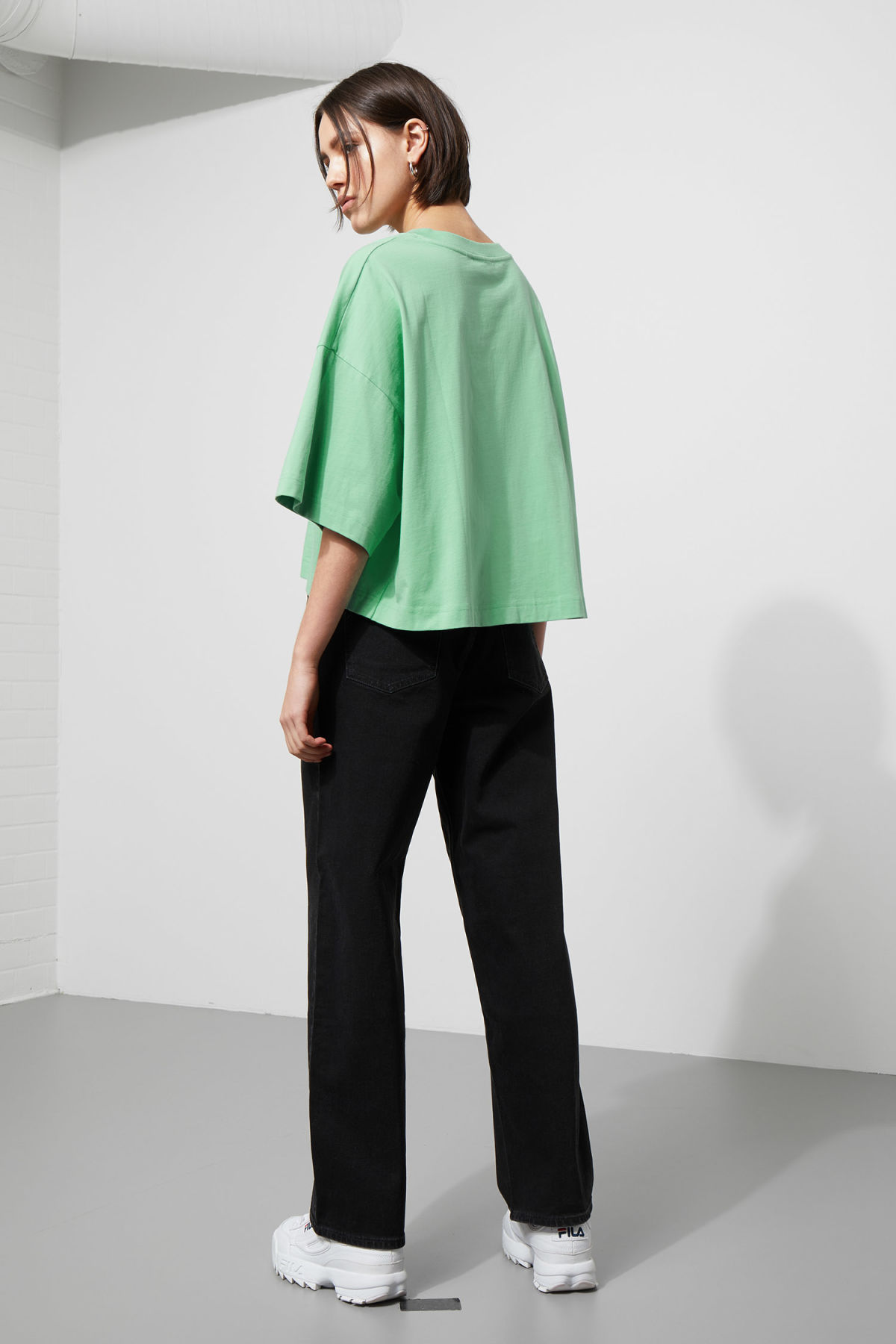 Model back image of Weekday huge t-shirt in green
