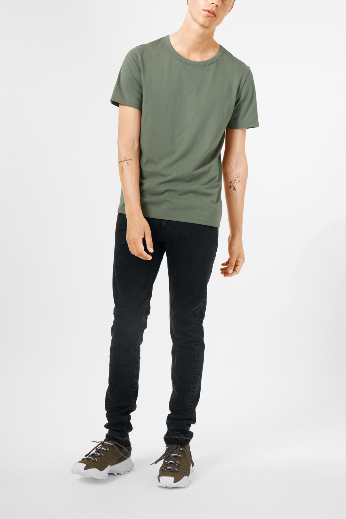 Model front image of Weekday lee t-shirt in green