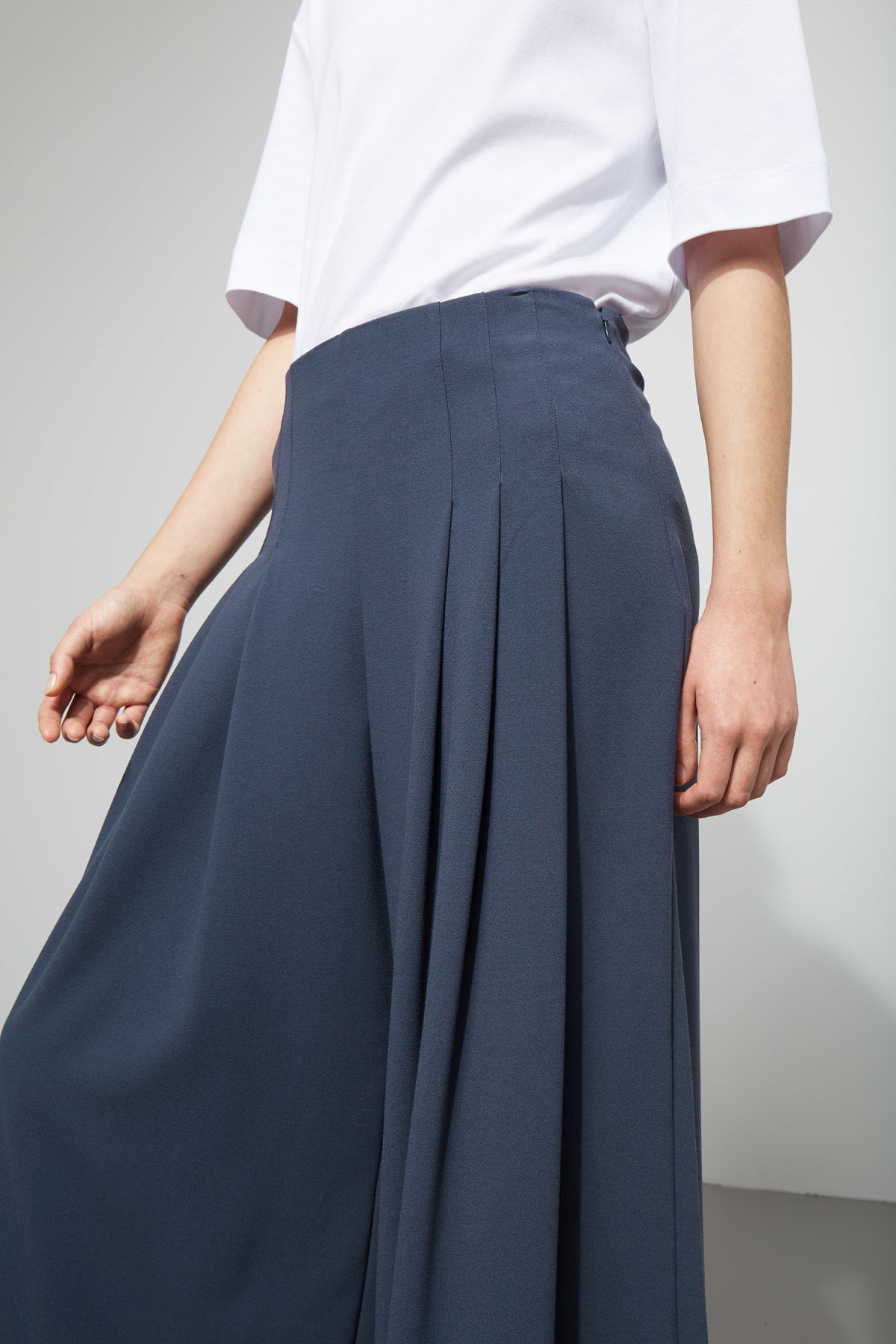 Model front image of Weekday jazz trousers in blue