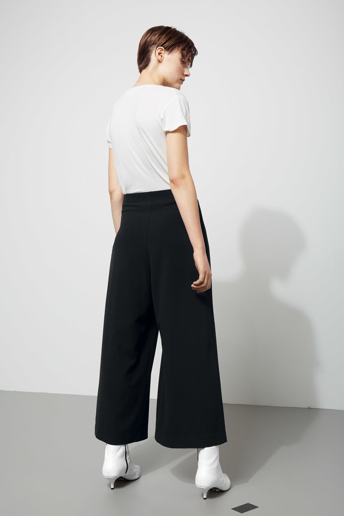 Model back image of Weekday jazz trousers in black