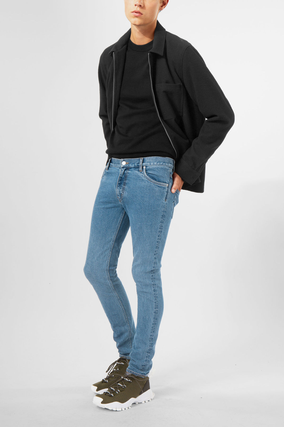 Model front image of Weekday form arizona blue jeans in blue
