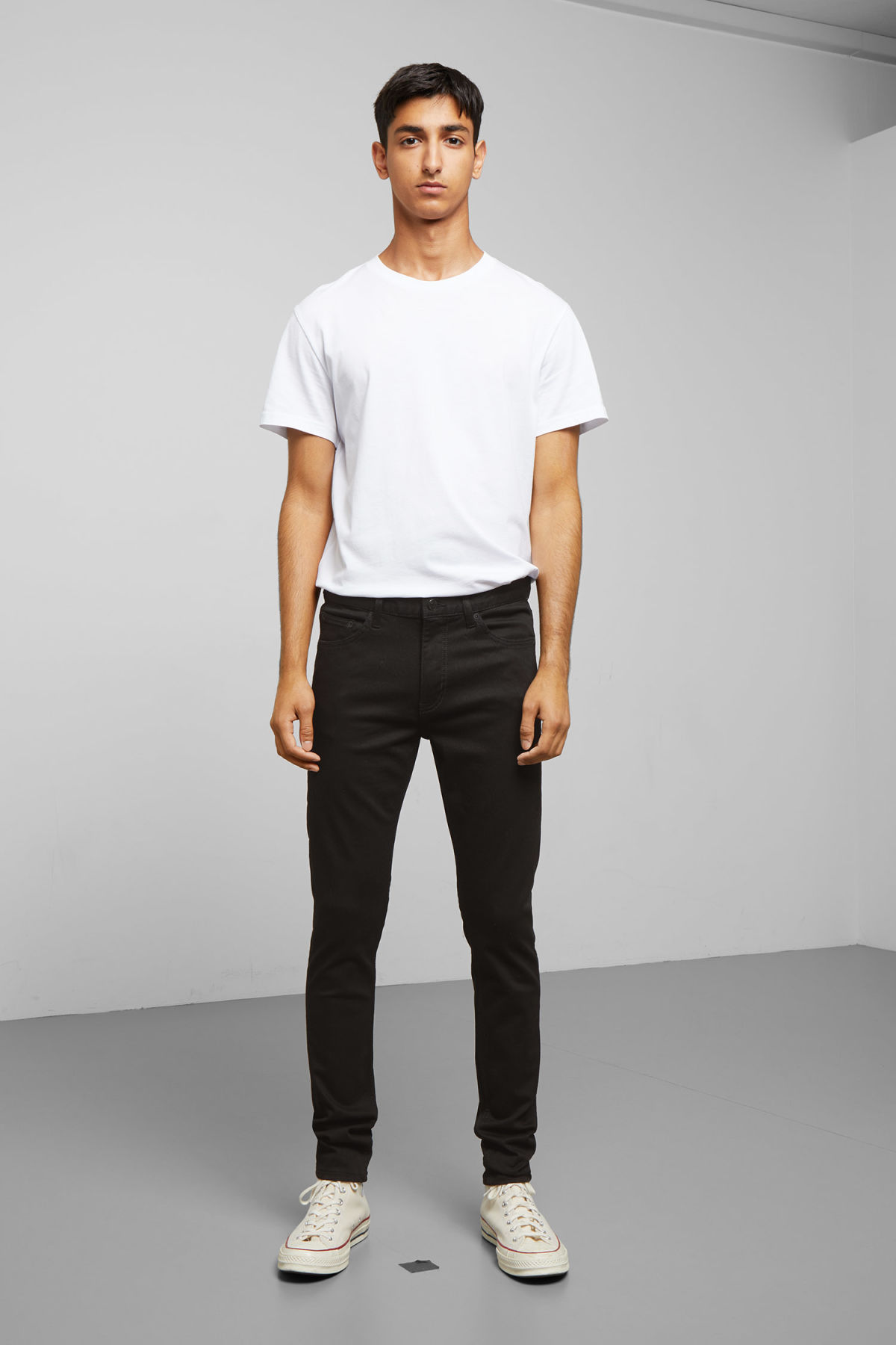 Model front image of Weekday form stay black jeans in black