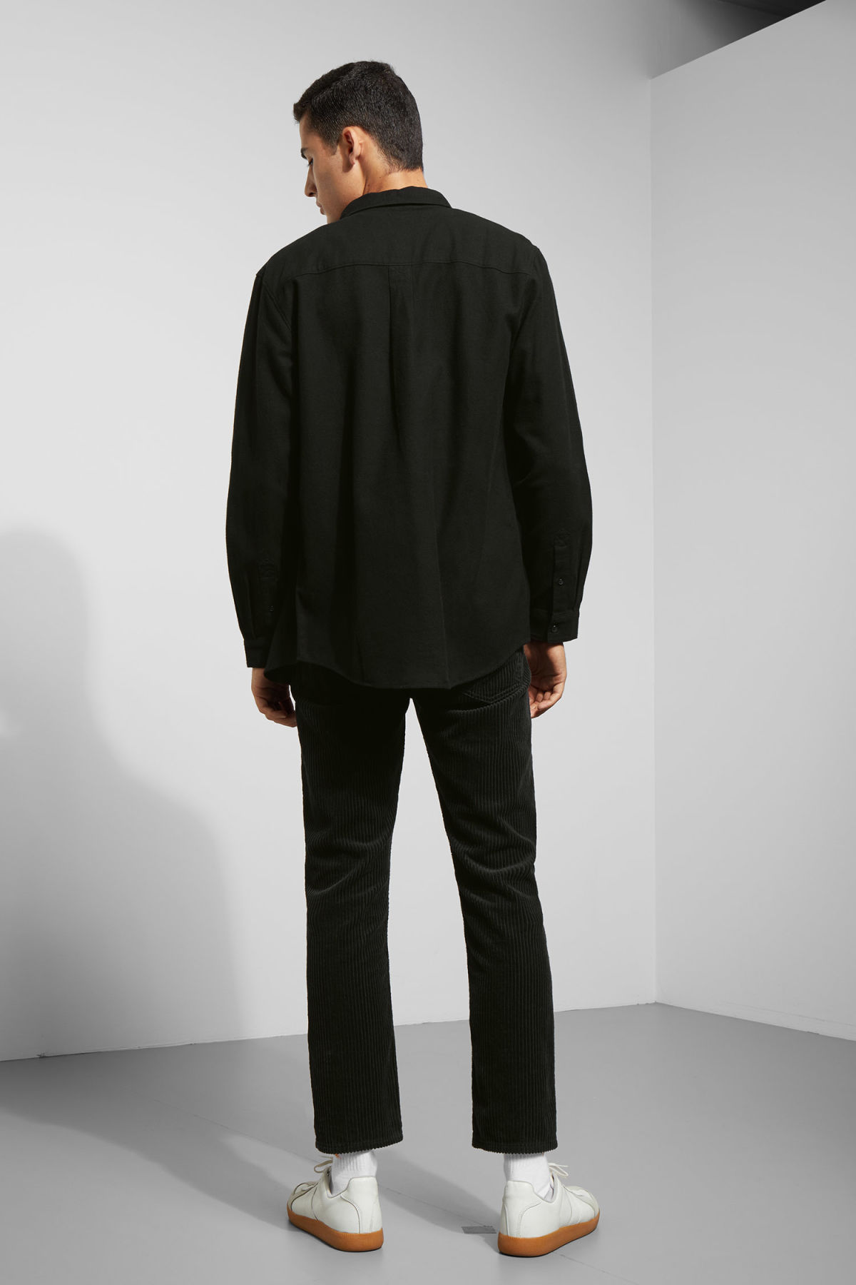 Model back image of Weekday seattle flanell shirt in black