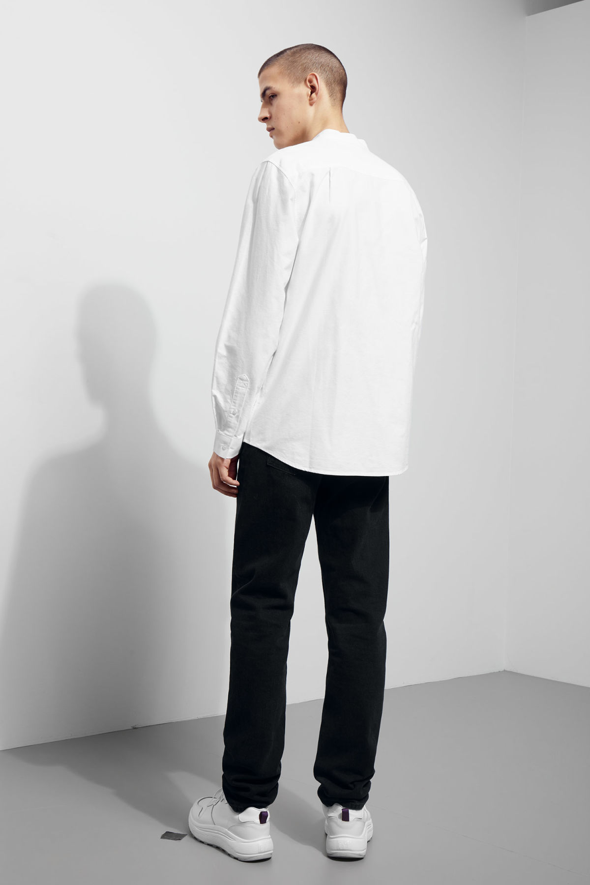 Model back image of Weekday haring collarless shirt in white